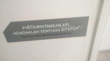 pintu rintangan api sign