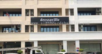 Dressaville