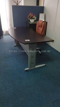 DELIVERY INSTALLATION EXECUTIVE WRITING TABLE QMB 180A & EXECUTIVE CHAIR OFFICE FURNITURE TAMAN SUBANG MEWAH, SUBANG JAYA