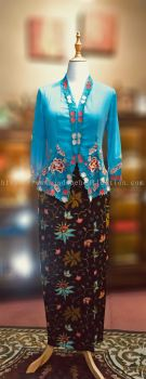 KBY004 Nyonya Kebaya (Floral Motif) - Size L