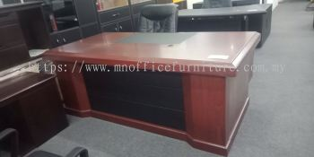 MN-2061-Director Table + Free Director Chair