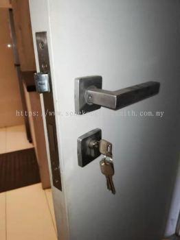 change cylinder lock