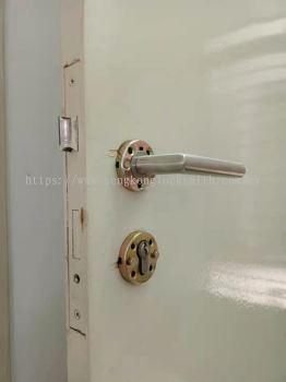 change mzin door lock (cylinder lock)