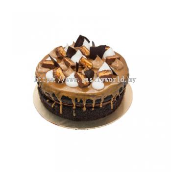 Snicker Chocolate Caramel Cake