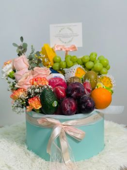 Premium Congratulations Fruits Box