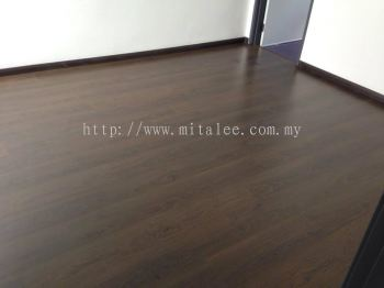 Laminate Flooring (Picture)