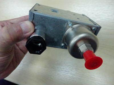 DANFOSS MP55-060B017266 OIL PRESSURE CONTROL 90 SECONDS (DIFF 0.30 TO 4.5 BAR)