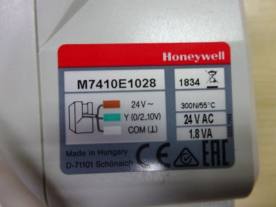 HONEYWELL M7410E1028 SMALL MODULATING LINEAR VALVE ACTUATOR (24 VAC)